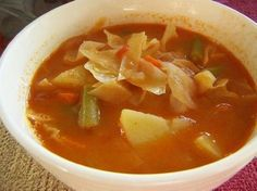 Cabbage soup is probably the most famous (and loved) diet recipe. It is easy to prepare, tasty, filling, nutritious, and has 0 Weight Watchers points (and o(...) Soup With Cabbage, Crockpot Cabbage Soup, Recipes With Cabbage, Cabbage Roll, Original Cabbage Soup Diet, Cabbage Vegetable, Cabbage Meals, Weightloss Soup Recipes, Diet Soup Recipes