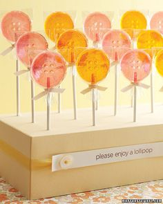 A display made from a Styrofoam block wrapped in paper- Punch holes in paper before covering; once paper is in place, push lollipop sticks through holes. Unique Wedding Favors, Wedding Themes, Wedding Ideas, Cakepops, Lollipop Sticks, Lollipop Display, Lollipop Party, Lalaloopsy Party, Bridal Shower