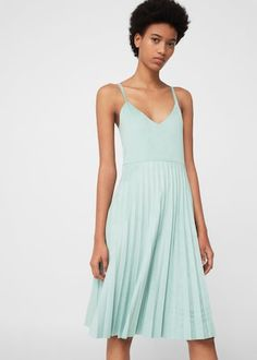 Une robe mint à fines bretelles Mango, / Mint Dress with thin straps, Mango Grad Dresses, Bridesmaid Dresses, Summer Dresses, Formal Dresses, Wedding Dresses, Vestidos Color Menta, Mint Dress, Contemporary Fashion, Dress Skirt