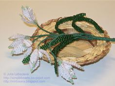 Snowdrop flowers out of beads and wire. Free detailed tutorial.