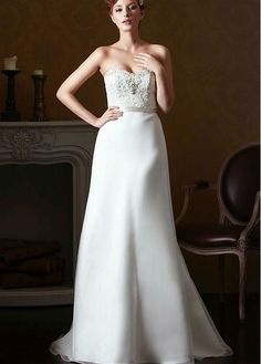 Glamorous Organza Sweetheart Neckline Natural Waistline A-line Wedding Dress With Lace Appliques