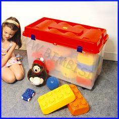 GRANDE BOX 80X45X54H CM  Comodo box in materiale acrilico coprente. Ideale per fare ordine e riporre giocattoli, costruzioni, libri, attrezzi ginnici, ecc. E' dotato di 4 ruote e coperchio. Capacità 110lt. Dim. cm 80x45x54h    DISPONIBILE IN PRONTA CONSEGNA    Codice: 106.05508