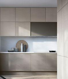 Billedresultat for køkken lys ask Beige Kitchen, Stone Kitchen, Kitchen Colors, New Kitchen, Kitchen Decor, Modern Kitchen Design, Interior Design Kitchen, Küchen Design, House Design