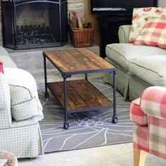 DIY Coffee Table preferiria no combinar la madera con el metal porque me parecen incompatibles, pero la idea de re-usar madera me parece muy buena