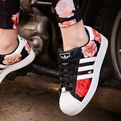 Find New Adidas Superstar Womens Flower Shoes on adidas official online store United Kingdom Or France with Fast Shipping and Off!There are Adidas Superstar Womens Adidas Superstar Mens Here,Black Adidas Superstar ,Adidas Superstar Original ,Black And Pretty Shoes, Beautiful Shoes, Looks Adidas, Sneakers Fashion, Fashion Shoes, Nike Fashion, Fashion Fashion, Street Fashion, Adidas Sneakers