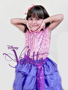 A sua filha adora a Violetta? Então aprenda a fazer uma fantasia de Violetta para o carnaval :) #fantasias #carnaval #violetta