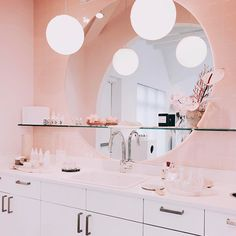 Glossier Showroom - The Best Pink Locations For Your Next Insta - Photos