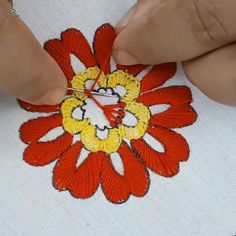 Hand Embroidery Patterns Flowers, Ribbon Embroidery Tutorial, Hand Embroidery Projects, Basic Embroidery Stitches, Hand Embroidery Videos, Embroidery Flowers Pattern, Creative Embroidery, Crewel Embroidery, Hand Embroidery Designs