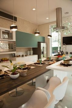 Lovely modern kitchen that does it all. Kitchen Dinning, Kitchen Decor, Kitchen Ideas, Sweet Home, Dinner Room, Beautiful Kitchen Designs, Interior Design Kitchen, Home Decor Inspiration, Home Kitchens