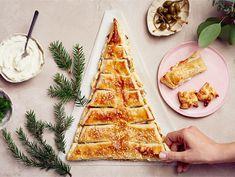 AURA lohijoulukuusi   Valio Waffles, Bread, Breakfast, Food, Christmas Ideas, Morning Coffee, Brot, Essen, Waffle