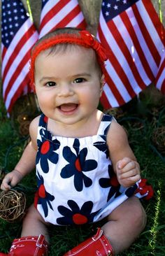 July forth baby / child photo idea. Cheap dollar store flags as background and some little garden lights on the ground. Red white and blue for July 4th! - www.cassieduffle.com 4th Of July Photography, Baby Girl Photography, Children Photography, Photography Ideas, Funny Babies, Cute Babies, Baby Kids, Funny Baby Pictures, Baby Photos