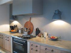Enige tijd geleden mocht ik lichtadvies geven voor een modern landelijke keuken. Ik adviseerde een wandlamp van stoer metaal in zinc dessin van Pole to Pole. Bekijk hier het resultaat: Fotografie: Opdrachtgever | Lichtadvies: STIJLIDEE | Winnie Helmes-Ham Meer inspiratie op STIJLIDEE's Pinterest pagina: STIJLIDEE Keukenontwerp | Kitchen Design RUIMTE Keukens | Kitchens STYLING Verlichting | Lighting … via www.stijlidee.nl