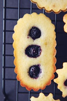 Streusel cake, Blueberries and Cakes on Pinterest