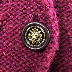 $4K Chanel CC Logo Femmes Cachemire tricot tweed Broche Cardigan Veste Taille M | eBay Tweed, Chanel, Class Ring, Logo, Ebay, Tricot, Cashmere Wool, Logos, Environmental Print