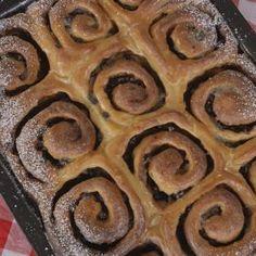 Chelsea Buns Chelsea Bun, Vanilla Glaze, Baking Tins, Melted Butter, Buns, Brown Sugar, Icing, Recipies, Desserts
