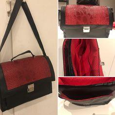Sac Quadrille cousu par Isabelle. - Tissu(s) utilisé(s) : Simili cuir noir et reptile rouge, coton doublure - Patron Sacôtin : Quadrille