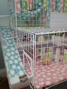 What Is The Best Guinea Pig Bedding? Photo by picto:graphic Guinea pig owners routinely utilize wood or paper types of shavings as the bedding for their pets. Diy Guinea Pig Cage, Guinea Pig House, Pet Guinea Pigs, Guinea Pig Care, Hamsters, Chinchillas, Hedgehog Cage, Hedgehog Pet, C&c Cage