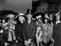 Crowd in Harlem 1940, taken by NY street photographer Weegee