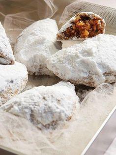 Πουγκιά από την Πάτμο - www.olivemagazine.gr Greek Sweets, Greek Desserts, Greek Recipes, Greek Pastries, Biscotti Cookies, Pureed Food Recipes, Cake Recipes, Deserts, Food And Drink