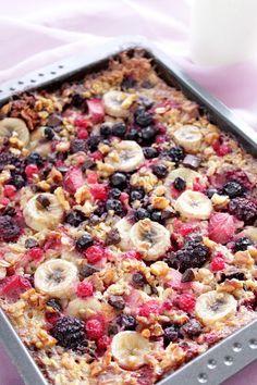 Dieser gebackene Frühstücksauflauf kommt aus Amerika und bringt Abwechslung auf den Frühstückstisch. Nehmt Euer Lieblingsobst, statt Zucker Honig, Ahornsirup oder dergleichen. Ihr könnt ihn wunderb…