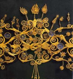 Macedonian Gold & Enamel Diadem, Vergina 4th c. BCE, detail