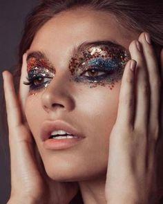Makeup artist portfolio blue 28 Ideas - Makeup looks - Lilly is Love Disco Makeup, Glitter Eye Makeup, Rave Makeup, Gold Eyeshadow, Makeup Artist Portfolio, Beauty Makeup Photography, Creative Makeup Looks, Models Makeup, Christmas Makeup