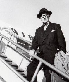 Le Corbusier outside of a plane