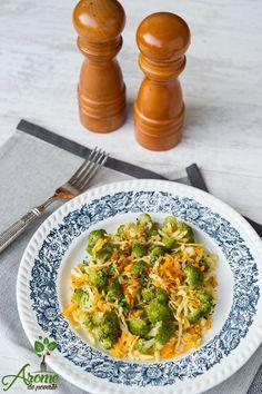 Ce spuneti de o salata calda cu brocoli, telina si morcov? Fie o serviti ca atare, fie ca si garintura. #healthy #foodie #food #instafood #vegan #fresh #vegetarian #dinner #cleaneating #aromedepoveste #nextbestfoodie #onmytable #f52grams #shareyourtable #inmykitchen #healthyfood #organic #veggies #vegetables #green #salad Avocado Toast, Guacamole, Mexican, Vegetarian, Fresh, Dinner, Vegetables, Breakfast, Healthy