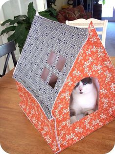 sewtakeahike: Cat house PSA  pattern available for small charge