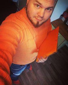 Ei muuten varmaan oo joka pojalla oranssia paitaa kansiota ja sukkia! #orange #oranssi #oranssionuusimusta