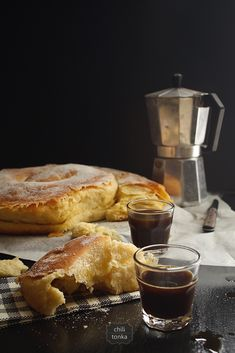 Ensaïmada flaky pastry from Mallorca (scroll for English) Cuban Coffee, Coffee Cafe, My Coffee, Coffee Photography, Food Photography, Coffee With Friends, Flaky Pastry, Morning Breakfast, Eat Breakfast