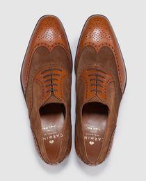 9c8f90ddb Sapatos clássicos de homem Carmina s de camurça e pele castanhos ...