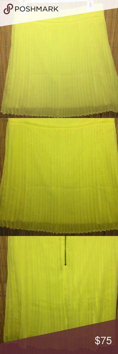 Alice + Olivia lemon yellow pleated skirt Size 6 Gorgeous lemon yellow pleated skirt Made by Alice + Olivia Size 6 Excellent condition Alice + Olivia Skirts Mini