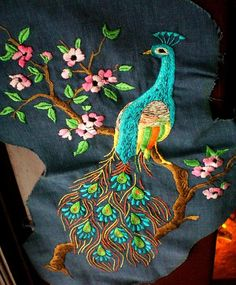 Peacock Embroidery Designs, Floral Embroidery Patterns, Embroidery Suits Design, Hand Embroidery Patterns, Machine Embroidery Designs, Hand Work Design, Applique Quilts, Peacock Drawing, Teen Trends