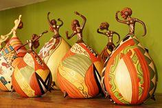 bailarinas de cabaça, artesanato selecionado  by mucama artesanato, via Flickr