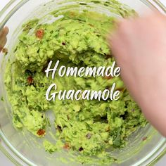 Fresh Guacamole, Guacamole Dip, Veggie Snacks, Healthy Snacks, Homemade Guacamole Easy, Best Avocado Recipes, Chips And Salsa, Vegetable Side Dishes, Sauces