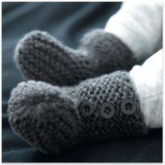 Modèles & patrons tricot gratuits Phildar – Booties to match Cardigan Baby Dk. Gray – pattern in French Crochet Socks, Crochet Baby, Knit Crochet, Knitted Baby, Knitting For Kids, Baby Knitting, Tricot Baby, Knit Baby Booties, Baby Clothes Patterns
