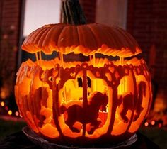 The Best Halloween Pumpkin Designs & Ideas for you! Greet trick-or-treaters have a creepy and fun Halloween with simple, easy-to-carve pumpkin ideas! Theme Halloween, Holidays Halloween, Halloween Pumpkins, Halloween Crafts, Happy Halloween, Halloween Decorations, Halloween 2017, Halloween Jack, Vintage Halloween