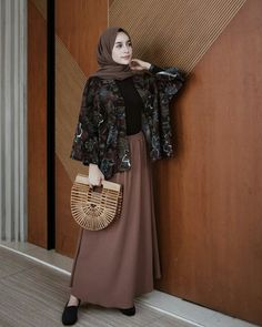 ZAFUL offers a wide selection of trendy fashion style women's clothing. Modern Hijab Fashion, Street Hijab Fashion, Hijab Fashion Inspiration, Islamic Fashion, Muslim Fashion, Modest Fashion, Trendy Fashion, Fashion Outfits, Trendy Style