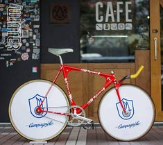 Rossin olympic aero pursuit pista /campagnolo c record pista group set /campagnolo ghibli disc wheel /turbo bio moscow aero bar Fixed Gear Bike, Bike Chain, Bicycle Components, Cool Bicycles, Vintage Bikes, Road Bikes, Cycling Outfit, Bike Life, Mountain Biking