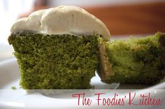 Green Tea Cupcakes by The Foodies Kitchen, via Flickr I've been looking for recipes using matcha! Yum!