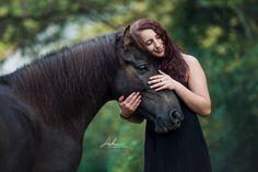 Isländer Wallach mit Frau im Portrait | Pferd | Bilder | Foto | Fotografie | Fotoshooting | Pferdefotografie | Pferdefotograf | Ideen | Inspiration | Pferdefotos | Horse | Photography | Photo | Pictures