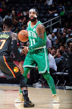 Masked Kyrie drops a game-high 30 ! Basketball Is Life, Custom Basketball, Basketball Players, Boston Celtics Team, Nba Stars, Kyrie Irving, Sports Games, Nba Players, Superstar
