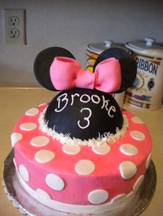 minnie mouse bday cake....