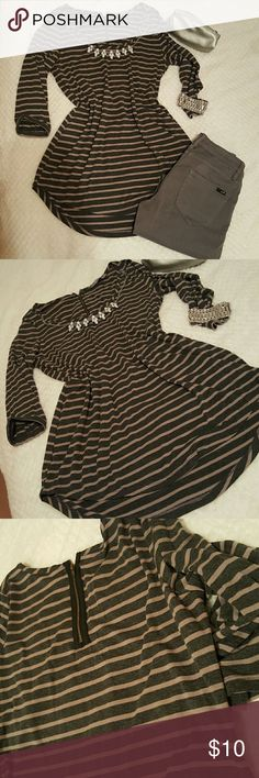Striped top 3/4 sleeves top/tunic with a zipper detail on the back, great with skinny jeans or leggings, backside is longer  Very good condition, size M It is England brand Bhs Tops Tees - Long Sleeve