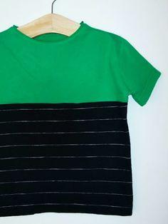 Partendo da due magliette rovinate, ho realizzato questa t-shirt color block. Un regalo di compleanno all'insegna del riciclo creativo.