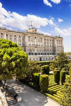 El Palacio Real, surrounded by beautiful architected gardens.