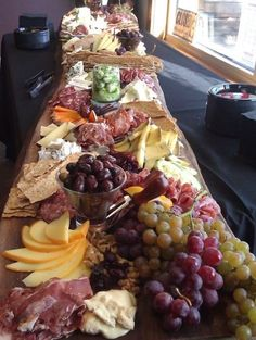 Ideas party food display antipasto platter for 2019 Wine And Cheese Party, Wine Tasting Party, Wine Cheese, Cocktail Party Food, Plateau Charcuterie, Charcuterie Board, Charcuterie Cheese, Charcuterie Display, Charcuterie Ideas