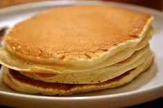 Az amerikai palacsinta (pancake) olyan, mint az okos lány a mesében. Tudjátok, aki jött is, meg nem is, hozott is ajándékot, meg nem is. Lehet enni melegen, de akkor is jó, ha kihűl. Ha marad a vacsora után, másnap jó lesz uzsonnásdobozba.  Lehet édes, de sós is, és a tészta mindkettőnél ugyanaz.…