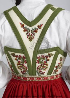 Vest-Telemarksbunad til dame - Bunadrosen AS Troll Costume, Mexican Costume, Swedish Design, Traditional Dresses, Couture, Norway, Vintage Outfits, Folklore, Style Inspiration